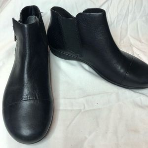 Rockport Total Motion Nea Cap Toe Leather booties